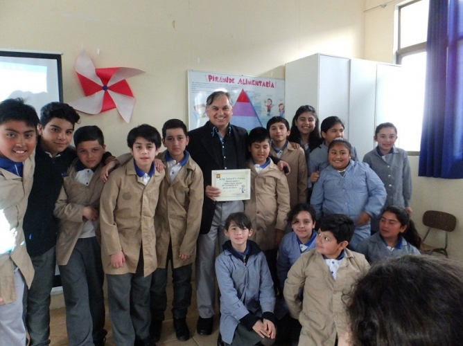 IFOP participa en mil científicos mil aulas dando charlas en colegios de Chile