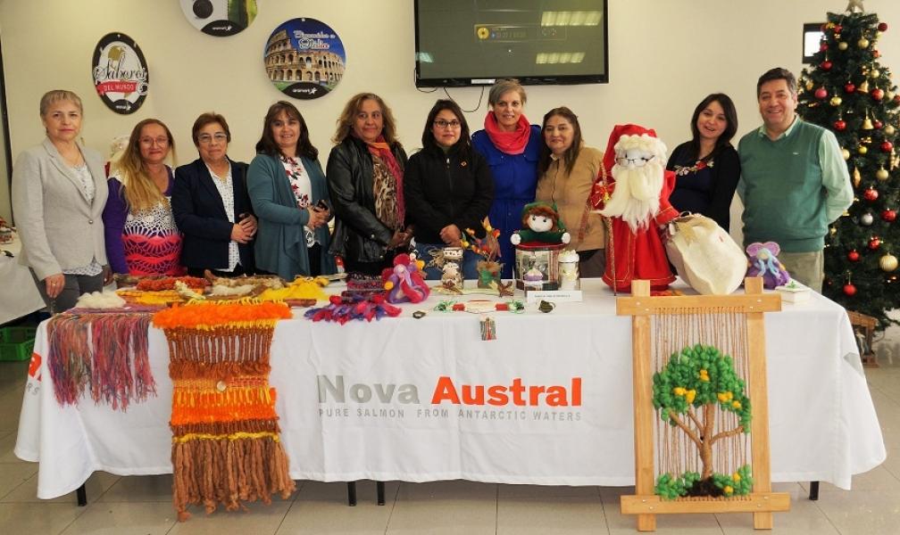 Nova Austral realizo muestra de artesanías hechas por sus colaboradoras y familiares