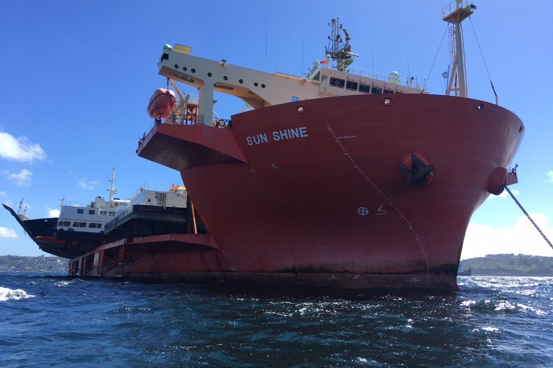 Motonave Sun Shine descargó cuatro barcazas para la conectividad austral