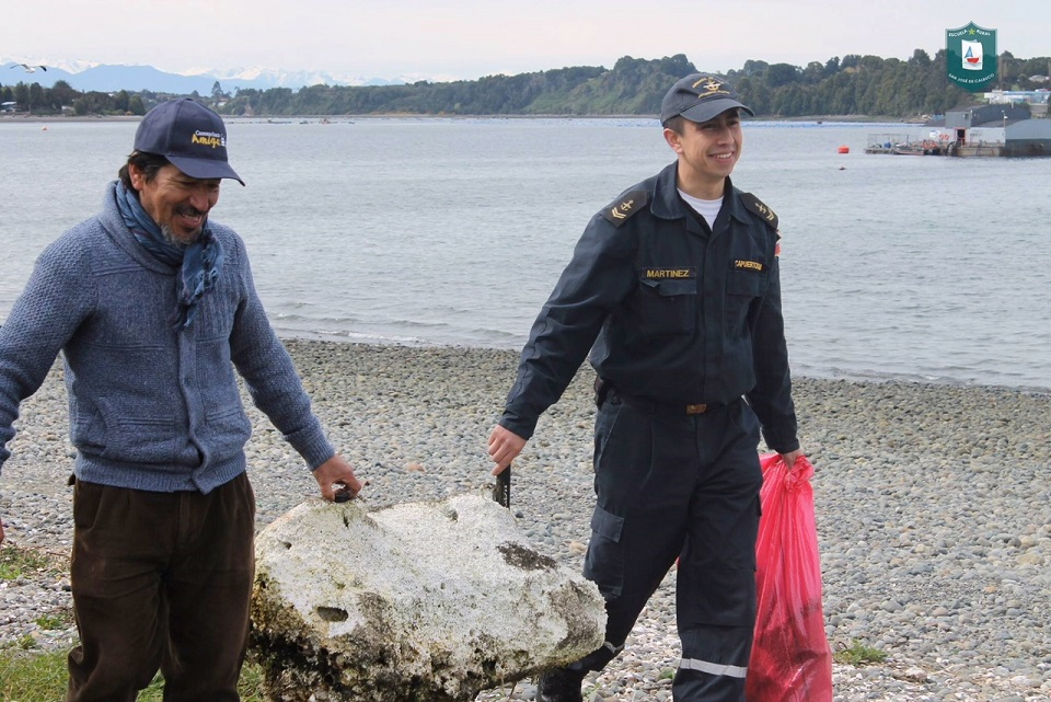 Salmones Camanchaca participa en jornada del Día Internacional de Limpieza de Playas