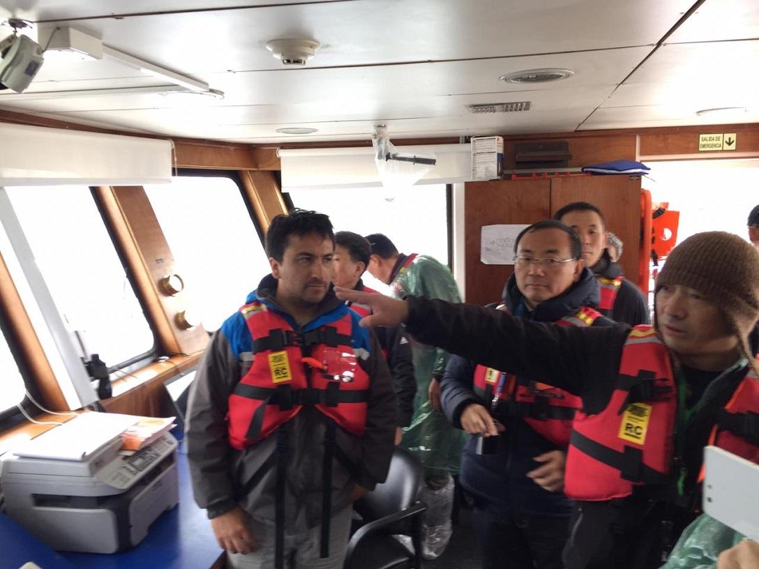 Clientes japoneses visitan instalaciones de salmonicultora chilena