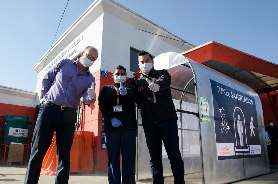 Camanchaca Pesca Sur instala túnel sanitizador en Cesfam y equipa sus operaciones con esta tecnología