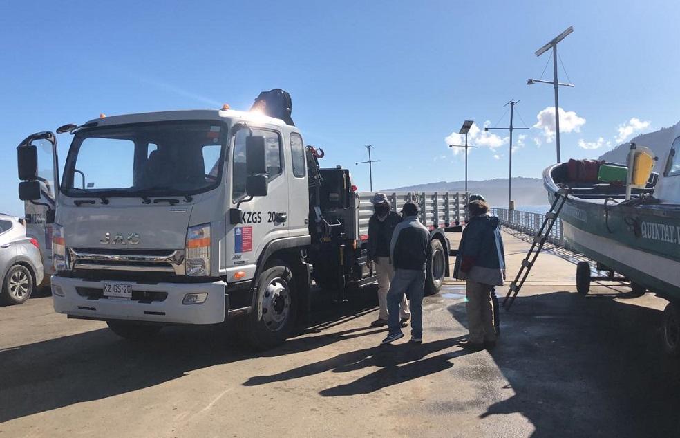 Pescadores de Quintay reciben camión grúa para trasladar sus productos y facilitar sus faenas