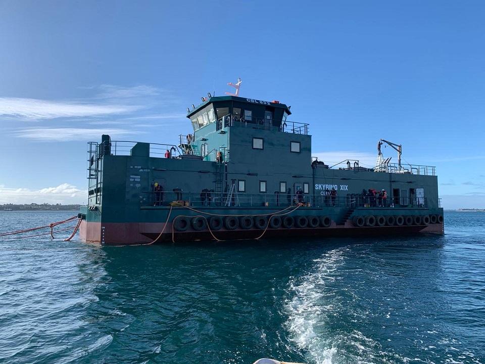 Inician nueva generación de pontones de Cermaq con comienzo de operaciones de nuevo artefacto naval
