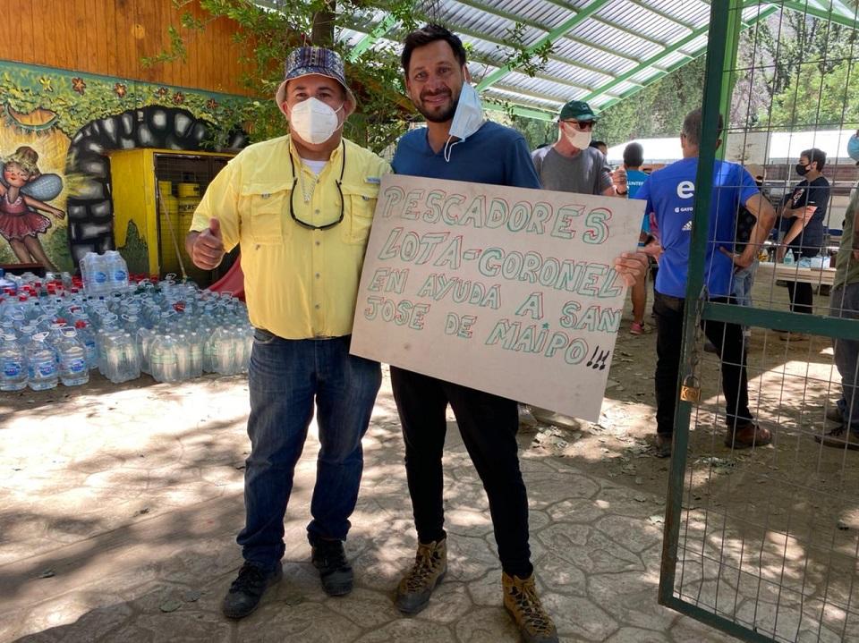 Pescadores artesanales regalan una tonelada de merluza a damnificados del Cajón del Maipo